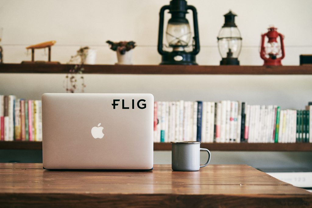 FLIGステッカーをMacBookに